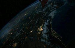 تهران از فضا  توماس پسکی فضانورد فرانسوی با انتشار این عکس نوشت:روشنایی تهران درشب خیرهکننده است.در عین حال یادآور حجم انرژی است که استفاده میکنیم.