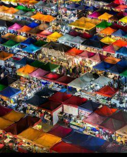تصویری زیبا از بازار های شبانه در #بانکوک #تایلند
