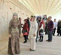 رونمایی از لباس #هخامنشیان در شیراز توسط یک بانوی #شیرازی، هم پوشیده و هم زیبا