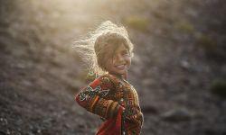 لبخند یک منحنی ساده است که میتواند هزاران بار معجزه کند چرا از هم دریغ کنیم ؟