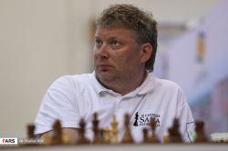 ارسال توسط آکادمی آموزش شطرنج از راه دور chessok.ir او در سال ۱۹۹۸ در یک رویارویی دوجانبه با ولادیمیر کرامنیک برای تعیین رقیبی برای به چالش کشیدن گری کاسپاروف قهرمان وقت شطرنج جهان با ۲ برد، ۷ مساوی و بدون باخت به پیروزی رسید. اما به دلیل مشکلات مالی رقابت وی با کاسپاروف برگزار نشد. دو سال بعد که کاسپاروف در مقابل کرامنیک قرار گرفته و از او شکست خورد، شیروف مدعی بیاعتبار بودن این رقابت شد و این که این بازی حق او بودهاست