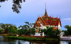 بازدید از پارک سیام باستانی در تور تایلند  اگر در تور تایلند خود به بانکوک رفتهاید و به دنبال یک جاذبه مناسب برای تمام خانواده و به دور از شلوغی جمعیت توریستها هستید، از پارک Ancient Siam دیدن کنید.