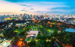 بازدید از پارک لومفینی بانکوک در تور تایلند  مرکز شهر بانکوک با قفلهای ترافیکی، مالهای خرید مدرن و آسمانخراشها مترادف شده است. اما این تمام چیزی نیست که در تور تایلند میتوانید از این بخش شهر انتظار داشته باشید. این جا همچنین محل قرارگیری پارک لومفینی، اولین پارک عمومی بانکوک است.