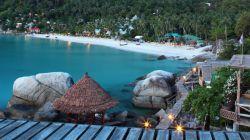 رفتن به ساحل هاد یوآن در کو فانگان در تور تایلند  ساحل هاد یوآن در جزیره Koh Phangan، یک مثال دیگر است که نشان میدهد این جزیره خیلی بیشتر از جشنهای ماه کامل معروفش، برای مسافران تور تایلند جاذبه دارد. ساحل دلپذیر Haad Yuan، ساحلی آرام و بدون جاده و مکانی عالی برای شنا است.