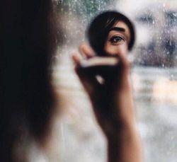 """""""انسان ـ درخت!""""دست توساقه! تنت تنه! زیبایی احتیاج ندارد به آینه !  بالله که چشم نیست! ـ تو در زیر پلکهات خورشید را گذاشتهای بین منگنه! ـ  #غلامرضا_طریقی"""