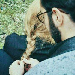 بافتن موهای یک زن را  باید به دستان مردی سپرد  که عاشقانه دوستش دارد  چرا که او  بیش از هر کسی  در پیچ و تاب آن ها  جان داده است ...