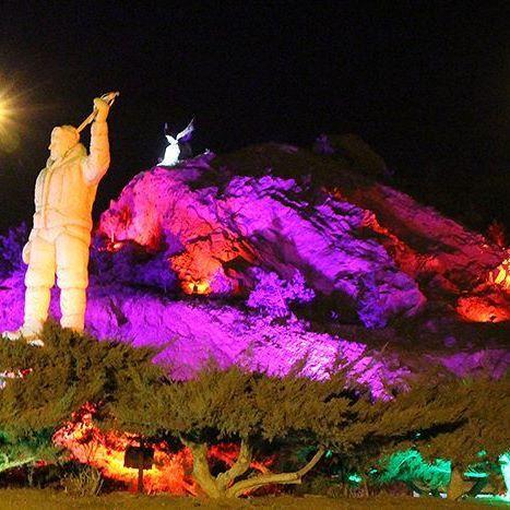 مجسمه عظیم قیچی ساز، افتخارآفرین تبریزی در کوه عینالی تبریز