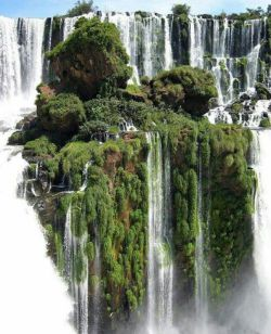 آبشار ایگواسو آبشار نعلی شکل در مرز #برزیل و #آرژانتین