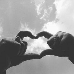 دوستان یکی یکی دارن میرن قاطی مرغا از تعداد مردای عاقل داره کاسته میشه جدیدا هم یکی از دوستان #سید و #سادات ازدواج کردن ...ان شاالله زیرسایه امام زمان (عج)خوشبخت شن :)