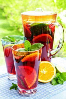 فقط نوشیدنی تونستم برات بیارم .یه لیوان بخور آروم شی دیگه پست غذا نذاری #ساغر