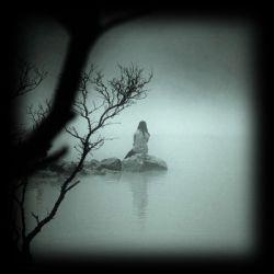 خودت بگو با کی دردو دل کنم میون این غریبه ها ... خودت بگو جز تو کی شده دلیل بغض و درد این صدا ... خودت بگو .. خودت بگو ...