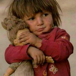 ازمظلومیت ومحرومیت همین بس. که چشم عروسکش رامیبندد تا خشونت رانبیند...