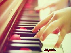 عشق مانند نواختن پیانو است.