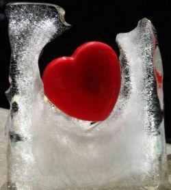 آب یخ باعث چسبیدن چربی دور عروق  قلب می شود، از عوامل اصلی انسداد رگ اصلی قلب و سکته و ایست قلبی وکبد چرب میباشد