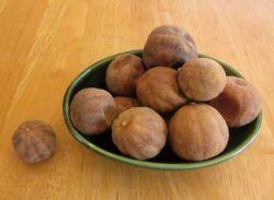 لیمو عمانی موجود در غذا را نخورید !  لیمو عمانی در زمان طبخ ، مواد مضر و زائد غذا را همانند اسفنـج جذب میکند و مصرف آن به هیچ وجه توصیه نمیشود !