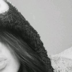 + چرا انقدر دوستم داری؟؟ - شرط میبندم اگر میفهمیدی چقدر قشنگ میخندی خودتم عاشق خودت میشدی!!