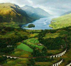طبیعت زیبای #اسکاتلند اسکاتلند دومین کشور بزرگ بریتانیاست که از انگلستان کوچکتر ولی به لحاظ وسعت و جمعیت آن از مجموع ولز و ایرلند شمالی بیشتر است.