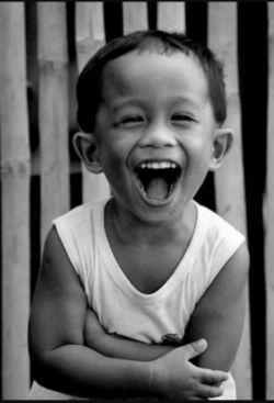 زیبایی توی لبخندته لبخند مسری است و بین همه پخش می شود! شاید خودتان متوجه نباشید،  اما لبخندتان میتواند موجی از شادی بسازد.  کسی که شما به او لبخند زدید به فرد دیگری لبخند خواهد زد،  بدون اینکه حتی به دلیلش فکر کند......لطفالبخندبزن ☺☺