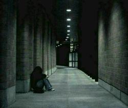 یادمه یه روز که ناراحت بودم واسه این که بقیه ناراحت نشن وانمود کردم خوشحالم، اون یه روز شد دوروز و یه هفته و یه ماه و یه سال و عادت کردم:)