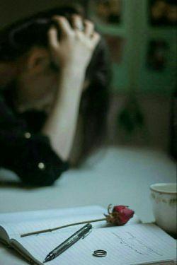 جمعه باید یك نفر باشد  تمام روز را مال خود كند  تا چیزی باقی نگذارد براى دلتنگى  همانى كه تا لب تر كنى چاى هِل دارش هوش از سرت ببرد یك نفر كه میخواستى باشد اما...