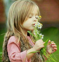 """انسان دو نوع معلم دارد:  """" آموزگار """" و """" روزگار """"   هر چه با شیرینی از اولی نیاموزی  دومی با تلخی به تو می آموزد   اولی به قیمت """" جانش """" دومی به قیمت """" جانت.."""