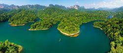 اگر میخواهید در تور تایلند فعالیتهایی نظیر کوهنوردی یا رفتینگ بر روی آبهای خروشان را تجربه کنید و یا اگر مایلید در یک ساحل خوش منظره به استراحت بپردازید، میتوانید سری به پارکهای ملی تایلند بزنید. در اینجا به معرفی 5 تا از بهترین پارکهای ملی این کشور میپردازیم.
