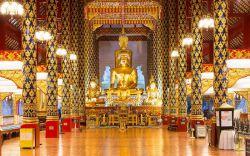 بازدید از بهترین معابد بودایی در تور چیانگ مای تایلند  در تور چیانگ مای صدها معبد بودایی برای بازدید وجود دارد. برخی از این معابد از جنبه تاریخی دارای اهمیت هستند، بعضی دارای آثار هنری زیبایی هستند، برخی نزد بوداییهای محلی از محبوبیت بیشتری برخوردار هستند و در بعضی امکان آشنایی با آیین بودایی برای گردشگران و افراد بیگانه فراهم است. در اینجا با پنج معبد چیانگ مای آشنا میشوید که در تور تایلند بهتر است از آنها بازدید کنید.