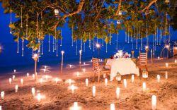 انتخاب تور تایلند برای ماه عسل  تایلند کشوری زیبا و عجیب و مکانی سحرآمیز برای ماه عسل است. از سواحل و بازارها گرفته تا معابد و هتلهای لوکس آن، همه چیز در تور تایلند چشمگیر و روحنواز است. کسانی که به تایلند رفتهاند از جو و خلق و خوی ملایم تایلندی و مهماننوازی آنها تعریف میکنند. وقتی به فرهنگ و هنر، غذای تند تایلندی، خرید، گلف، اسپا (spa)، و یا حتی گذراندن تعطیلات در تیمهای داوطلب فعالیتهای بشردوستانه علاقه داشته باشید،