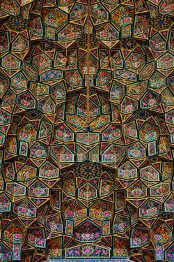 کاشی کاری و مقرنس منحصر بفرد مسجد نصیرالملک شیراز
