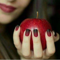 سیب... هنوز هم شیرین است، هنوز هم آدم، بهشت رابه لبخندحَوا میفروشد، شیطان بهانه بود..
