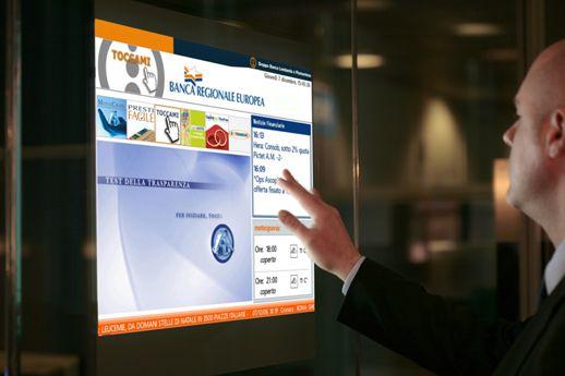 نمایشگر لمسی همراه با فویل لمسی برای تعاملی نمودن نمایشگر