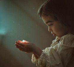 باید جهان تازه تری دست و پا کنم... دنیا برای عشق، کمی بی لیاقت است...! #کمیل_آزادی