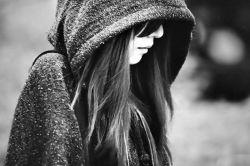 گاهی دلم می گیرد از آدم هایی که در پس نگاه سردشان با لبخندی گرم فریبت می دهند دلم میگیرد از خورشیدی که گرم نمی کند .......و نوری که تاریکی می دهد ازکلماتی که چون شیرینی افسانه ها فریبت می دهند دلم می گیرد از سردی چندش آور دستی که دستت را می فشارد و نگاهی که به توست و هیچ وقت تو را نمی بیند