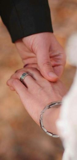 """""""دوستت دارم"""" مثلِ اولین حسِ گـــــرمِ لمسِ دستانت...  همانقـــــدر آرامـــــــ، همانقدر شرمگین وهمانقدر پُرشـور من تـــــــو را تا به ابد همانقدر بی نظیر دوست خواهـم داشت ..."""