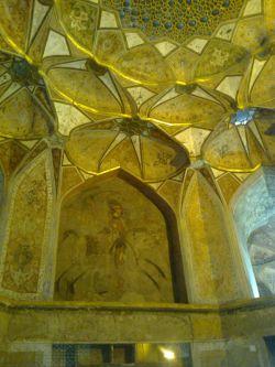 تزیینات داخلی عمارت هشت بهشت اصفهان