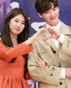 لی جونگ سوک و سوزی کنفرانس مطبوعاتی وقتی تو خواب بودی