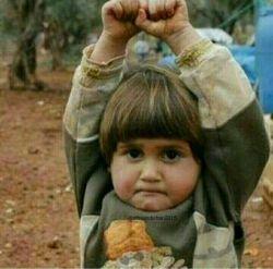 ازعڪاسش پرسیدن بدترین لحظه ےعڪس گرفتنت ڪے بوده؟ گفت سوریه ڪہ بودم تا اومدم از این بچہ  عڪس بگیرم فڪر ڪرد دوربین اسلحه منہ دستاشو بالا برد