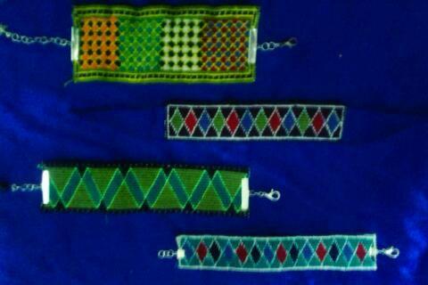 انواع دستبندهای سوزن دوزی