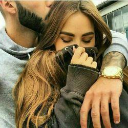 وقتی دلتنگی ؛ بہ یادڪسی باش ڪہ دوستت داره. وقتی غمگینی ؛ بہ یادڪسی باش ڪہ عاشق خنده هاتہ.