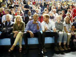 ببینین که گشاد نشستن آقایون فقط تو تاکسیای ما اتفاق نمیفته. همهجای دنیا همینه.