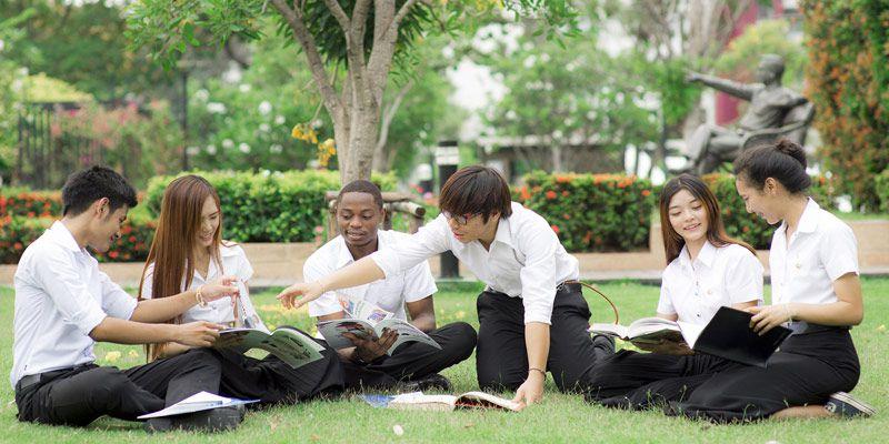 هزینه تحصیل در دانشگاهها مختلف و برای دورههای گوناگون، متفاوت است. هزینه تحصیل در مقطع کارشناسی ارشد در دانشگاههای دولتی معمولا حدود 1000 دلار میباشد و در بعضی دانشگاهها تا 2000 دلار در سال میرسد. دورهی کارشناسی ارشد به طور کلی دو سال به طول انجامیده و تعداد کل واحدهای درسی دوره 36 واحد است.