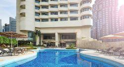 هتل 4 ستاره نووتل (Novotel) در مثلت طلایی کوالالامپور قرار گرفته است. اطراف این هتل مراکز خرید و تفریحی زیادی به چشم میخورد که به شما این فرصت را داده تا بدون پرداخت هزینه حمل و نقل و خستگی از رفت و آمد زیاد در میان مراکز خرید مختلف گشت و گذار نمایید و خرید باب میل خود را انجام بدهید.
