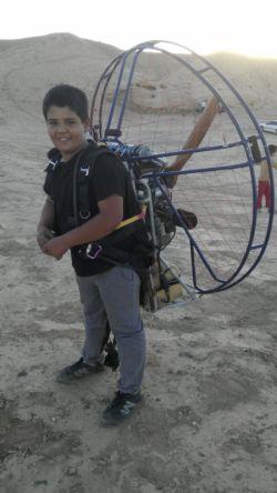 پسرم حمزه کلاس ششم او را وارد تمرین های پرواز کرده ام.