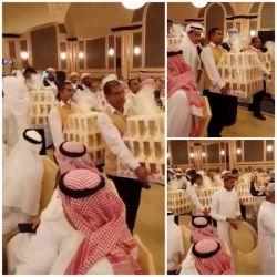 در یک مراسم عروسی در عربستان، داماد به همه مهمانان گوشی آیفون ٨ داد