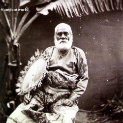 """""""راتو سِرو کاکوبائو"""" پادشاه فیجى، در سال 1875 از استرالیا دیدن کرد. طی مسافرت به همراه دو پسرش مبتلا به سرخک شد. به کشورش بازگشت و با منتشر کردن بیماری باعث مرگ 40 هزار نفر گشت!"""