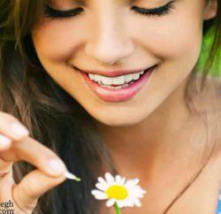 آنچنان زیبا تومیخندی که جادو میشوم مثل یک کودک دمادم پر هیاهو میشوم  تا به گل ها میرسی آنها خجالت میکشند غنچه ها گل می دهد منهم غزلگو میشوم  ا