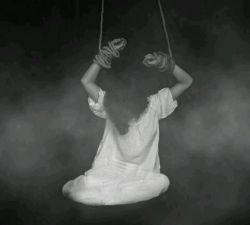 همه آزادی می خواهند ، بی آنکه بدانند اسارت چیست اسارت به میله های دورت نیست ، به حصارهای دور فکر توست