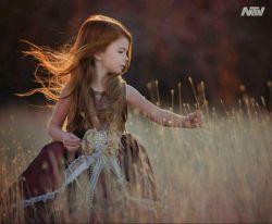 سه درس که یک بچه به ما یاد میده :  1. همیشه کنجکاو باش 2. بدون هیچ دلیلی شاد باش 3. بصورت خستگی ناپذیری برای چیزی که میخوای بجنگ