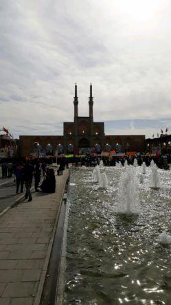 راهپیمایی امروز در جمع دانش آموزان و دانشجویان یزد ، بسیار عالی و باشکوه بود...راستی این روز را به دانش آموزان عزیز تبریک میگم:)
