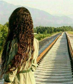 از ایستگاه  خستهام و ایستادهام   در حســـرت قطار  ....   ولی روی ریلها